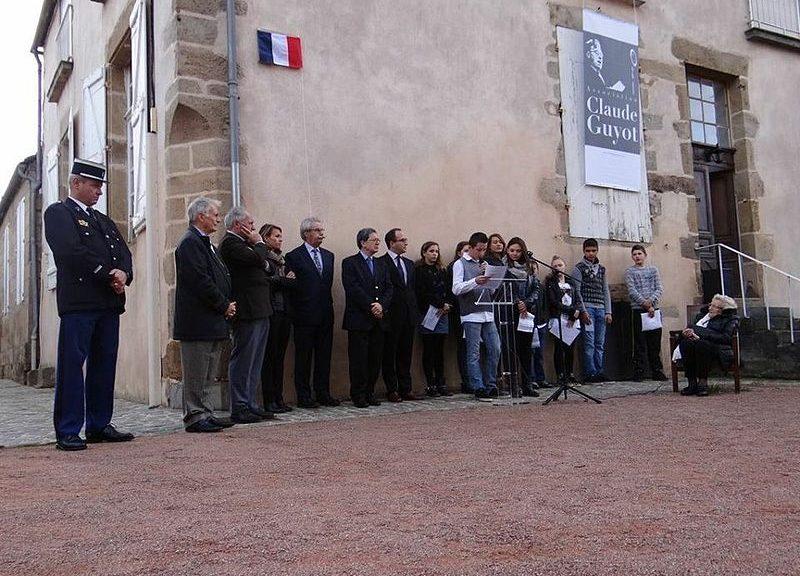 Inauguration_de_la_plaque_sur_la_maison_de_Claude_Guyot_à_Arnay-le-Duc_le_11_novembre_2014[1]